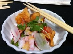 Salade de sashimis, chips de topinambours et vinaigrette au yuzu