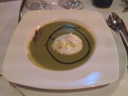 crémeuse maraichère, chiffonnade de jambon de Parme, espuma à la truffe réduction aux sucs de Modène.
