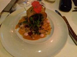 Carpaccio de saumon de la Baie de Fundy, acidulé au citron vert et à la fleur de sel, remoulade de pomme et céleri-Rave.