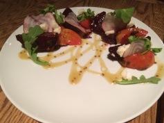salade de betteraves, chèvre noir, vinaigrette érable
