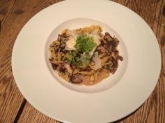 Tagliatelles fraîches aux champignons sauvages, parmesan, huile de truffe