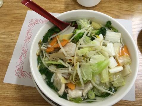 Pho aux légumes et poulets